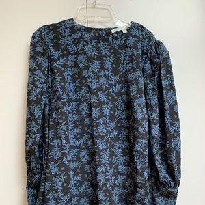 ⭐️ Veronica Beard blue floral top ⭐️